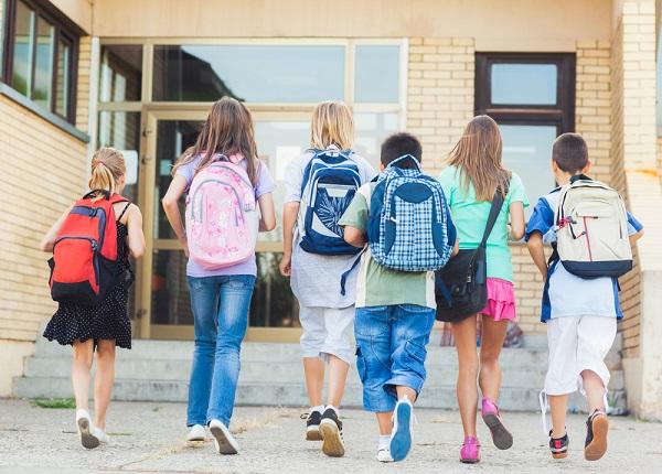 Οι Γονείς στέλνουν τα παιδιά τους σε φροντιστήριο από ολοένα και μικρότερη ηλικία